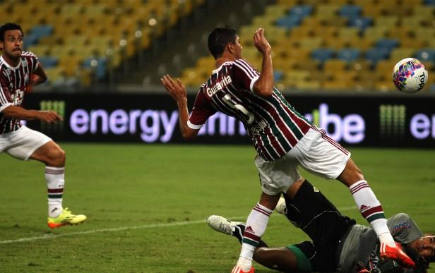 Fluminense: Edson fica feliz por gol, mas destaca importância do trabalho defensivo
