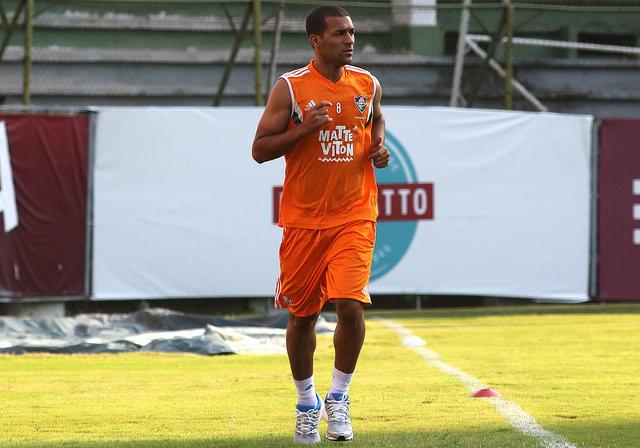 Em dia de trabalho integral, Fluminense treina parte técnica de tarde