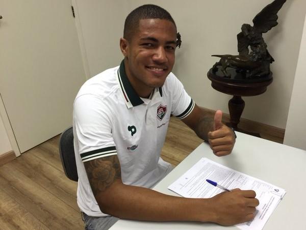 Fluminense acerta a renovação de contrato do zagueiro Nogueira