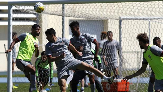 Flu treina bolas paradas no último treino antes de viajar a Brasília